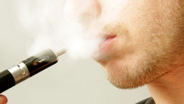 Die Bewertung der elektrischen Zigarette Viele Raucher haben sich mittlerweile an die Zigarette gewöhnt. Alleine das Nervengift Nikotin, welches dort enthalten ist, zeigt einem, wie stark die Sucht nach der […]